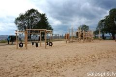 Pludmale-rotaļu-laukums